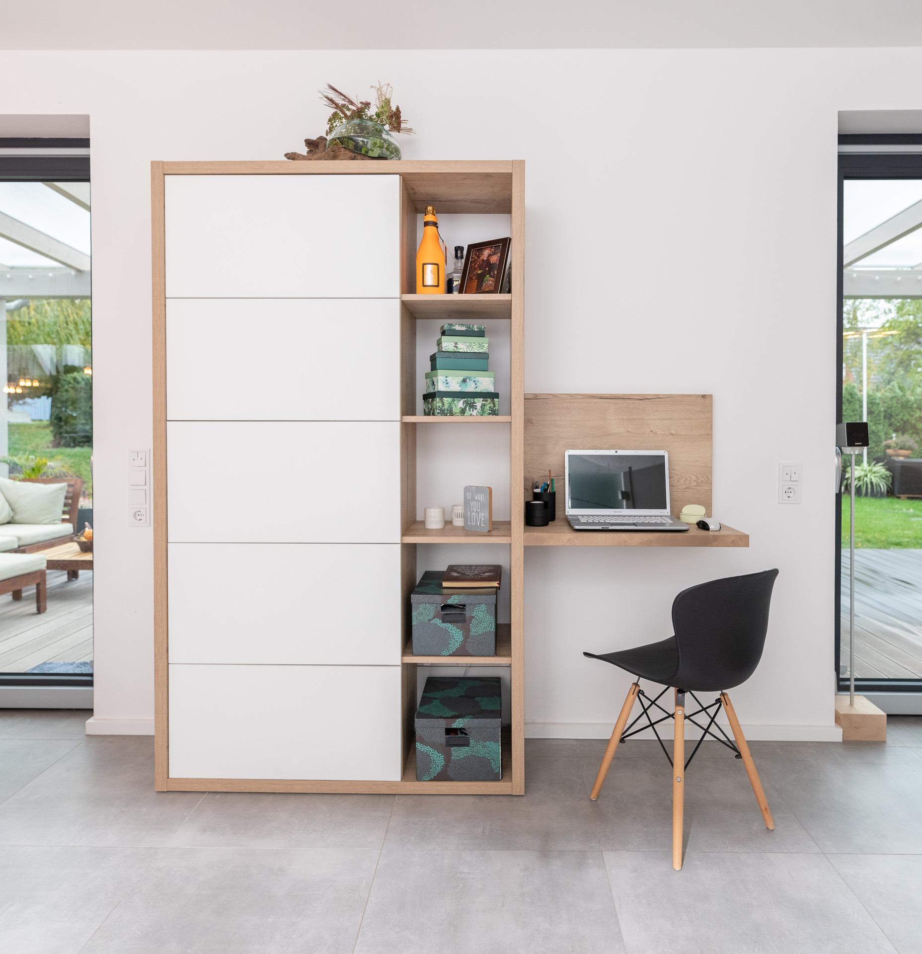 Wohnmöbel trifft Büro – Wohn-/Bürokombination für den dezenten Arbeitsplatz zu Hause, Eiche Hallifax Natur, Dekorplatte und Premium Weiß